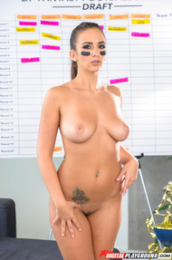 Sexy Cheerleader Layla London Gets Naked - 09