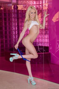 Skinny Blondie Elsa Jean Slips Out Of Her Skirt - 04