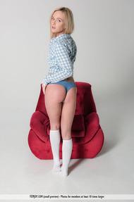 Flexible Blonde Teen Vinna Spreading In The Studio - 02