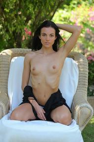 Hot Sapphira Fingering Her Pussy In The Garden - 04