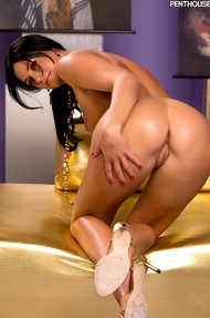 India Summer loves running her hands up and down her naked body - 11