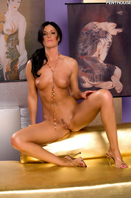 India Summer loves running her hands up and down her naked body - 14